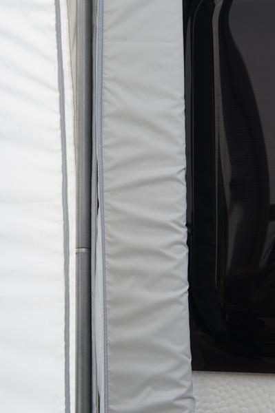Andrückstange & Schaumstoffwulst zur Anbindung an den Caravan