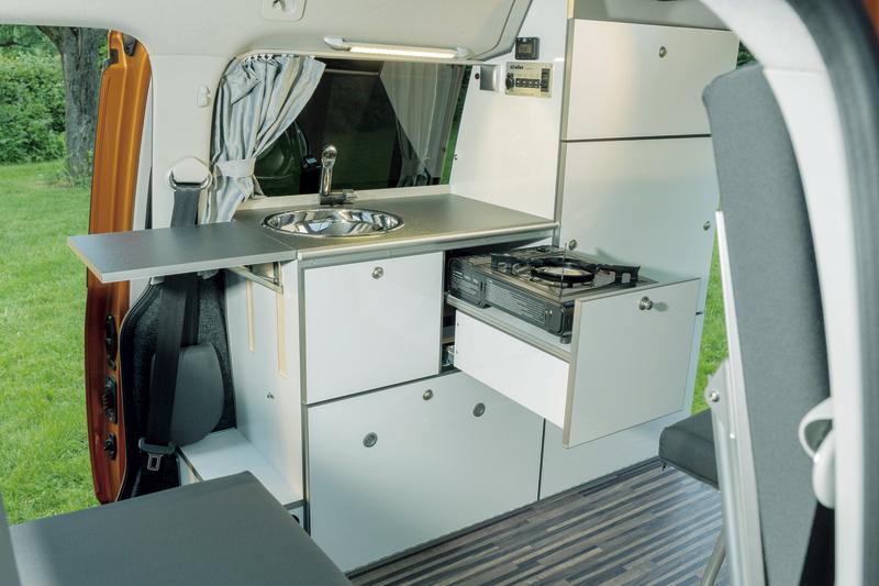 Caddy LR Möbelzeile inklusive Kühlbox, Spüle, AGM Batterie und Elektroanlage