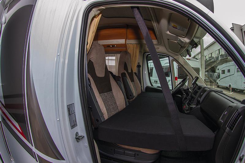 CampSleep-Bett für das Fahrerhaus im Wohnmobil