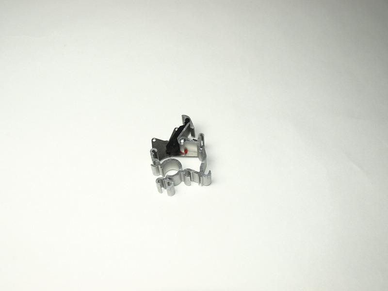Plaque d'extrémité avec verrouillage et engrenage pour auvent Omnistor 6002 droi
