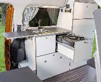 Möbelzeile Caddy Fertigteil vormontiert mit Kühlbox, Wasseranlage und Elektroanl