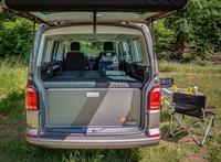 <p>REIMO CampingBox L-CM für VW T6/5 Multivan + California Beach,mit orginal 3er Sitzbank</p>