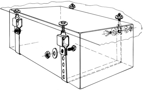 Mounting set for water tanks