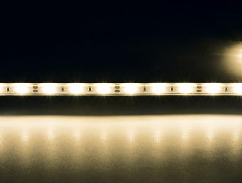 Joustava, lyhentettävä ja itseliimautuva LED-nauhatulppa